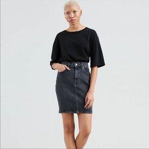 Levi's denim skirt. Size - 28